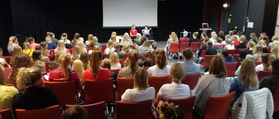 Ervaringsdeskundige Kim geeft gastles aan hogeschool Saxion