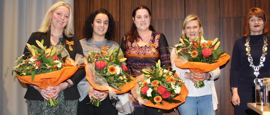 Erepenning Menslievend Hulpbetoon uitgereikt aan 4 medewerkers De Twentse Zorgcentra